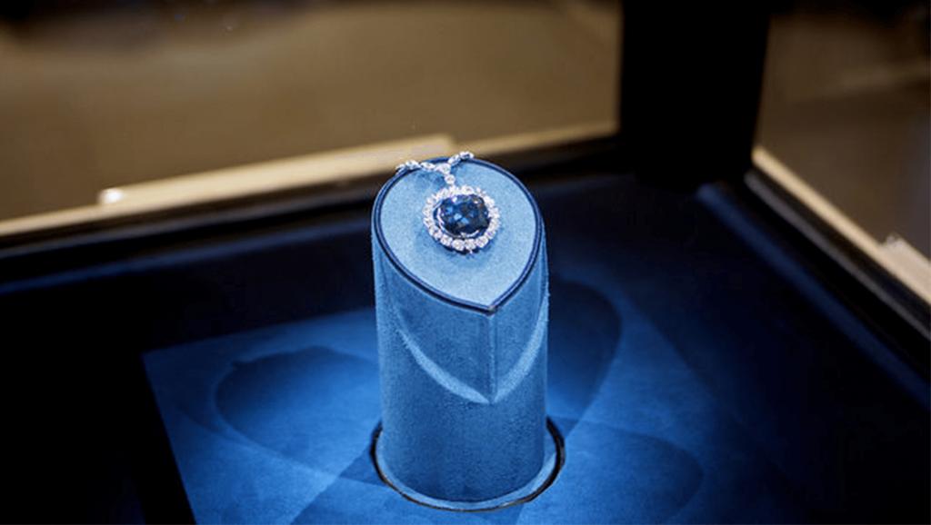Niebieski HOPE - jeden z najsławniejszych niebieskich diamentów