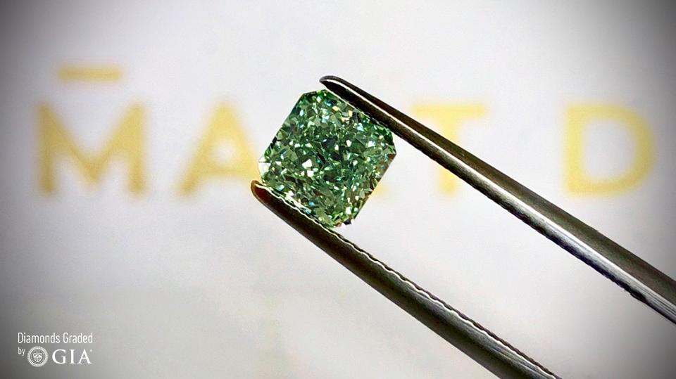 Diament naturalny w przepięknej barwie Fancy Intense Green