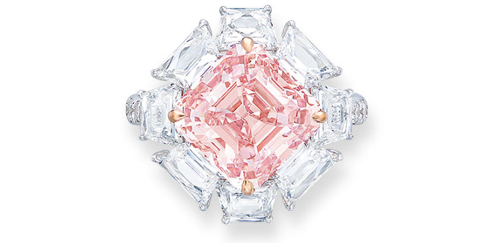 Fancy Intense Pink o masie 4.90ct  (foto via Christie's)