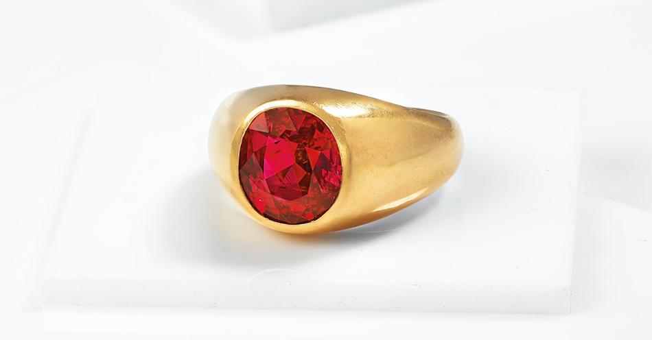Zjawiskowy pierścionek z rubinem sprzedany podczas dzisiejszej aukcji Christie's