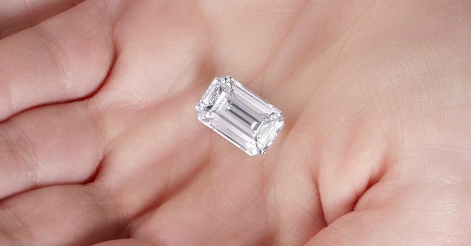 Diament w szlifie szmaragdowym o masie 10.01ct (via Sotheby's)