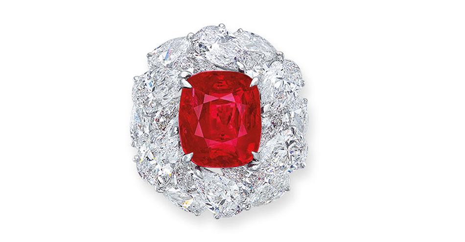 Aukcja Christie's Przepiękny rubin w oprawie z diamentów sprzedano za 14M HKD